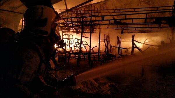خبرنگاران گاراژ چهار هزار متری جنوب تهران در آتش سوخت