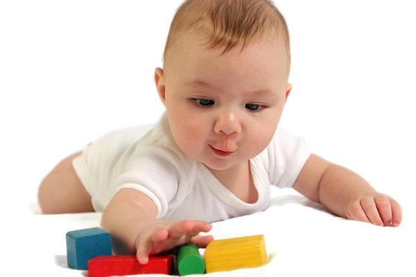 دریافت اشیا با دست؛ چگونه مهارت دست های کودکمان را بهبود دهیم؟