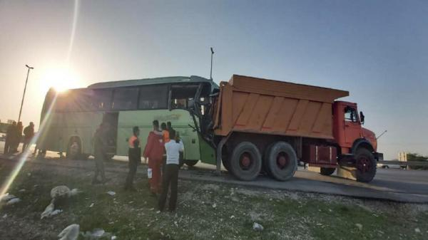 تصادف اتوبوس با کامیون 5 مصدوم برجا گذاشت