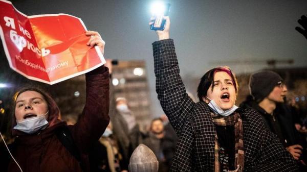 ولنتاین سیاسی در روسیه؛ شمع های قلبی و نور موبایل برای ناوالنی
