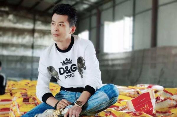 پادشاه فروش یا پخش زنده ویدئویی چین، در عرض 12 ساعت، میزان فروشی بیشتر از کل فروش یک سوپرمارکت در همه سال دارد!